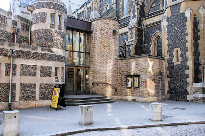 southwark cathedral entrance